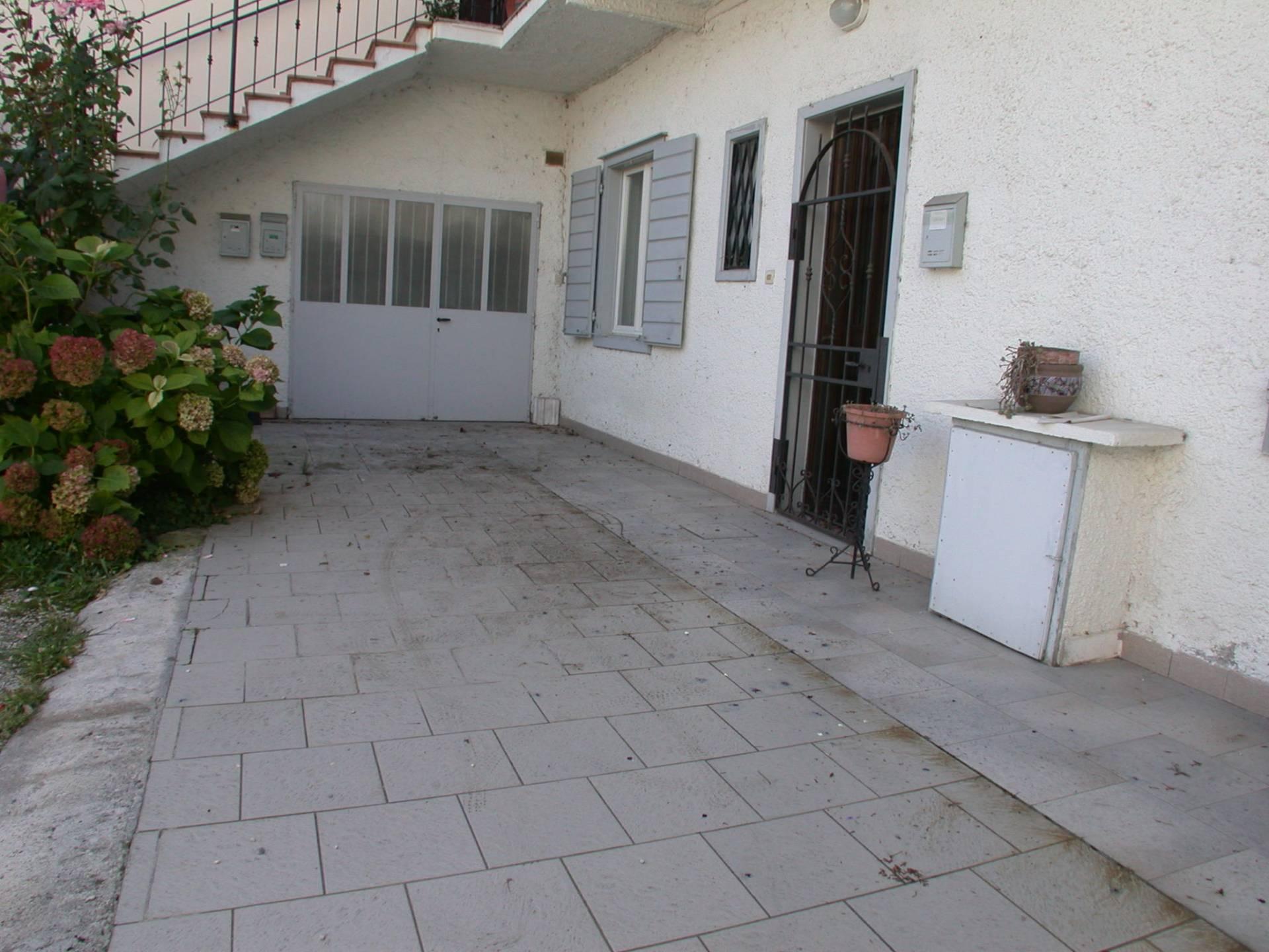 Appartamento in vendita a Gorizia, 8 locali, zona Zona: Lucinico, prezzo € 88.000 | CambioCasa.it