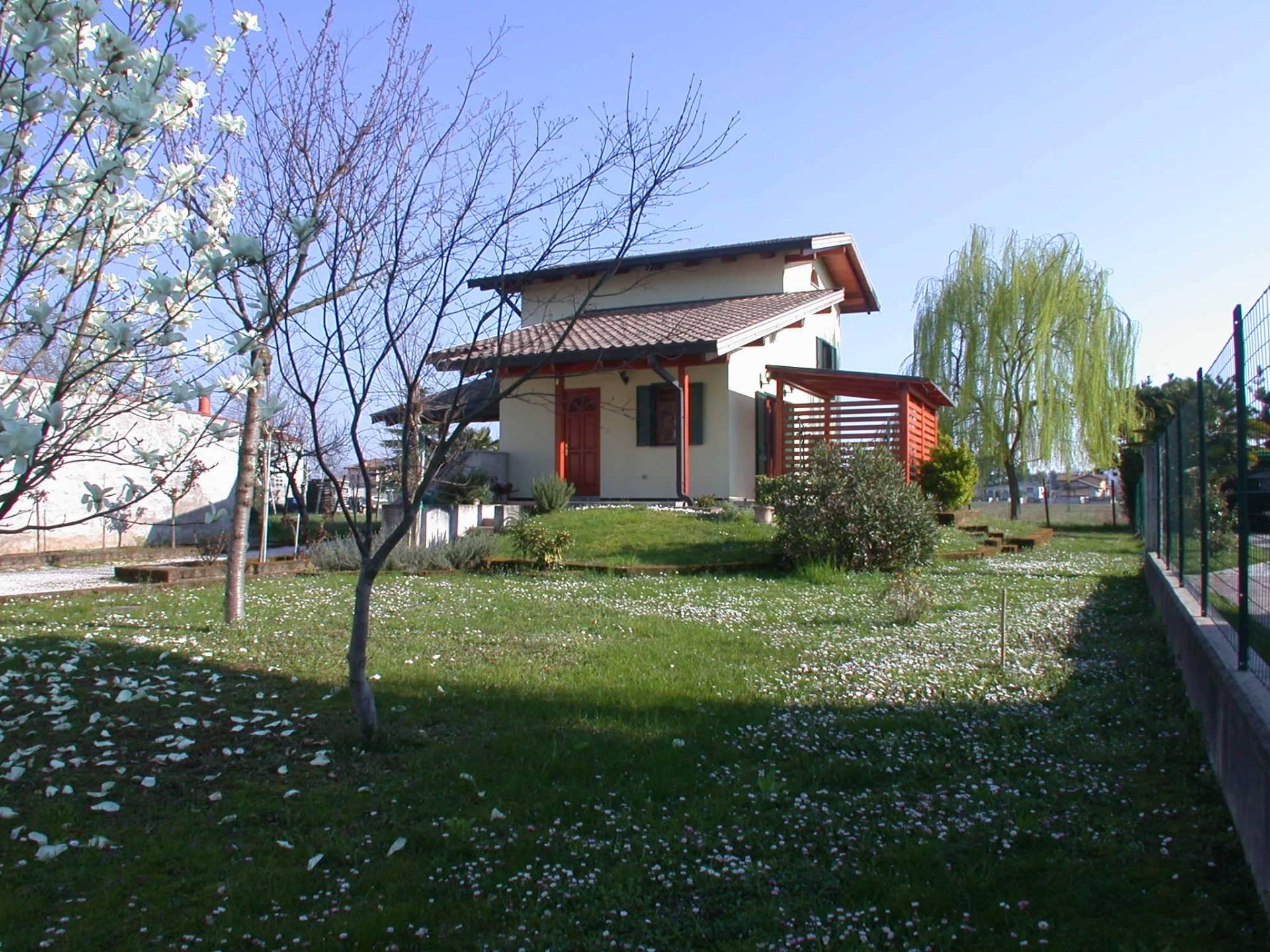 Soluzione Indipendente in vendita a Mossa, 9 locali, prezzo € 205.000 | Cambio Casa.it