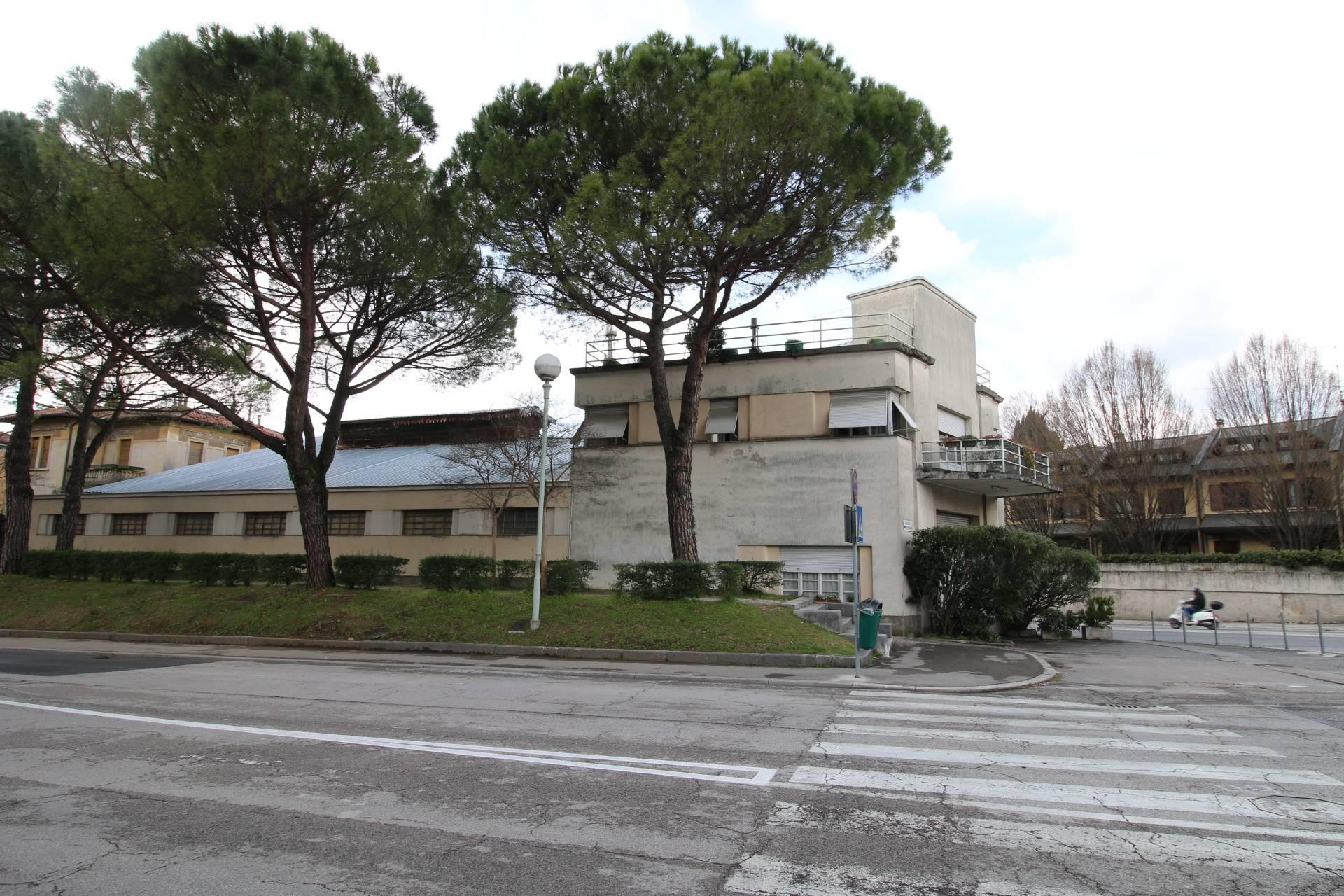 Magazzino in vendita a Gorizia, 9999 locali, prezzo € 450.000 | CambioCasa.it