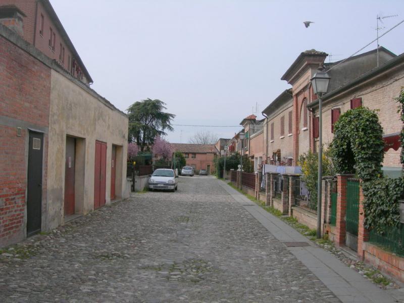 Bilocale Ferrara Piazza San Giorgio 1