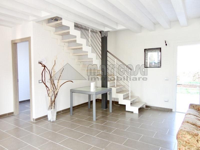 Villa in vendita a Ferrara, 3 locali, zona Zona: Quacchio, prezzo € 185.000 | Cambio Casa.it