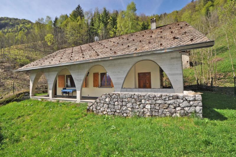Villa in vendita a Cusio, 7 locali, Trattative riservate | Cambio Casa.it