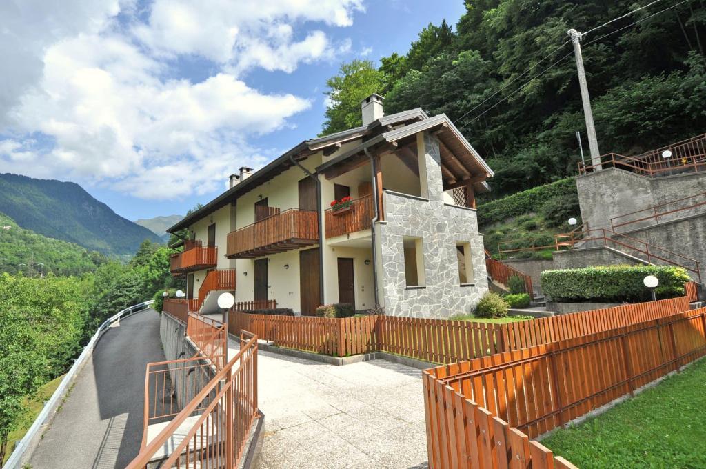 Villa in vendita a Piazzatorre, 2 locali, prezzo € 58.000 | Cambio Casa.it