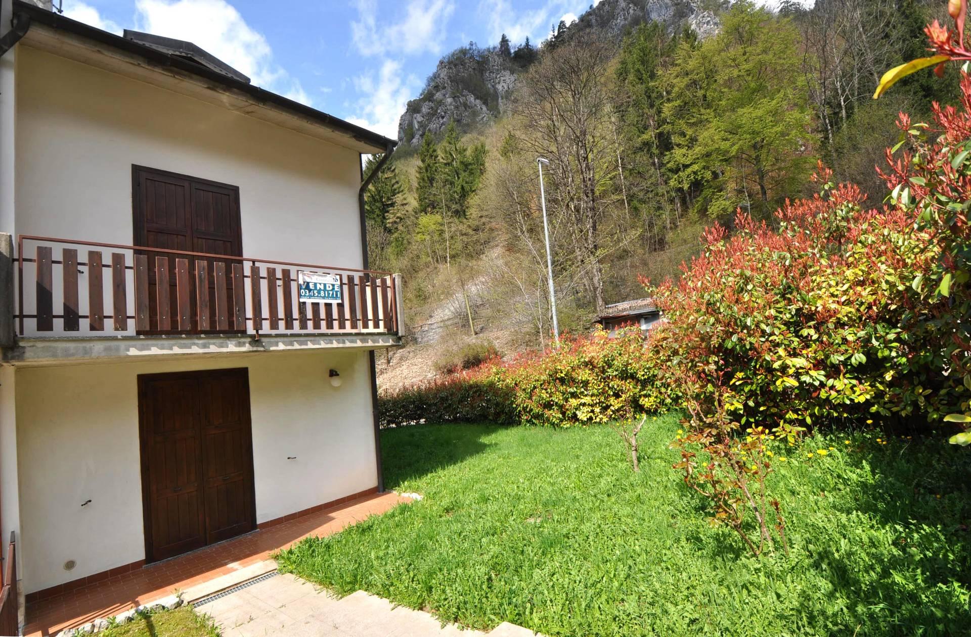 Villa a Schiera in vendita a Piazzatorre, 4 locali, prezzo € 135.000 | Cambio Casa.it