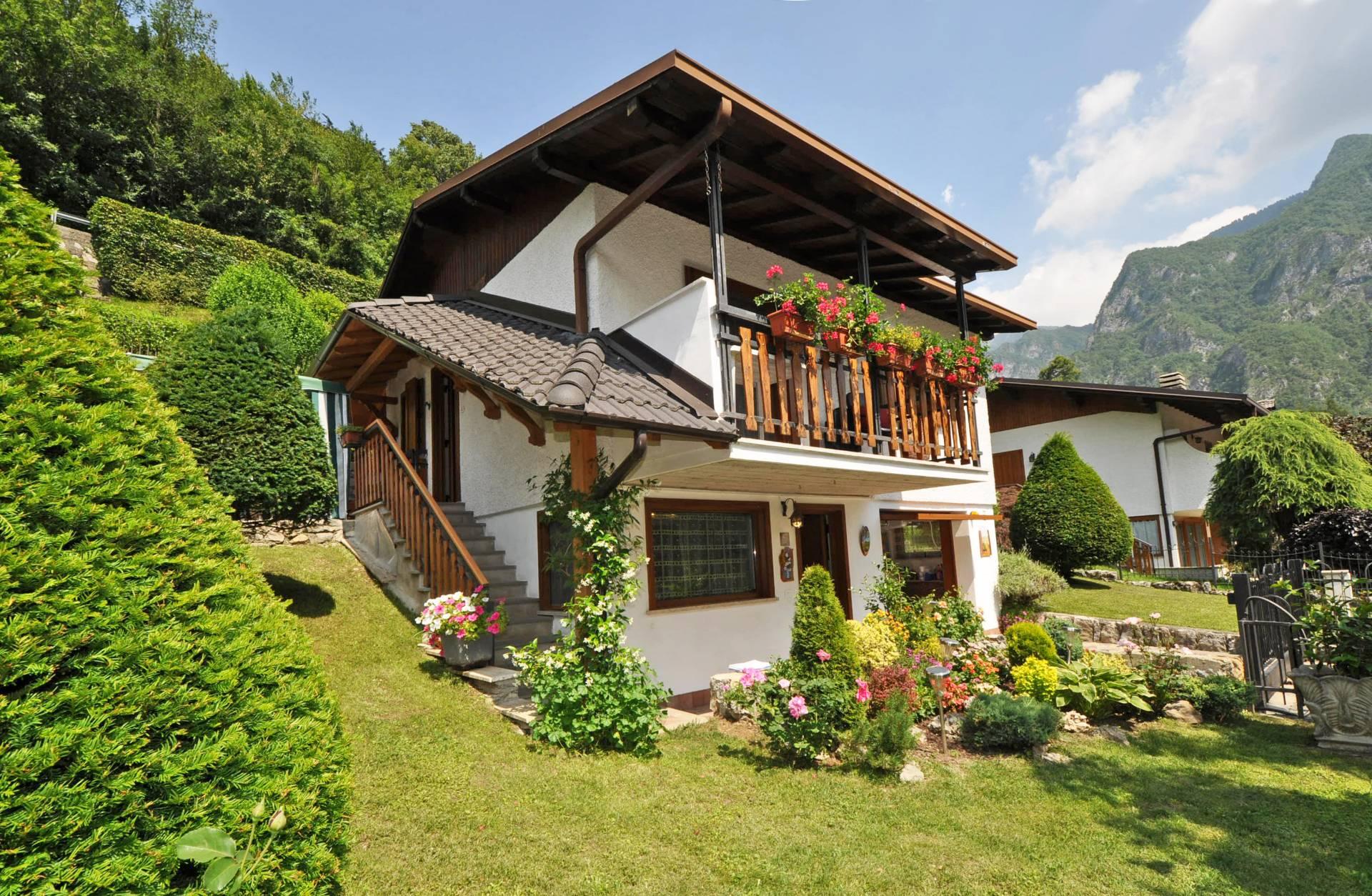 Villa in vendita a Piazza Brembana, 5 locali, Trattative riservate | Cambio Casa.it