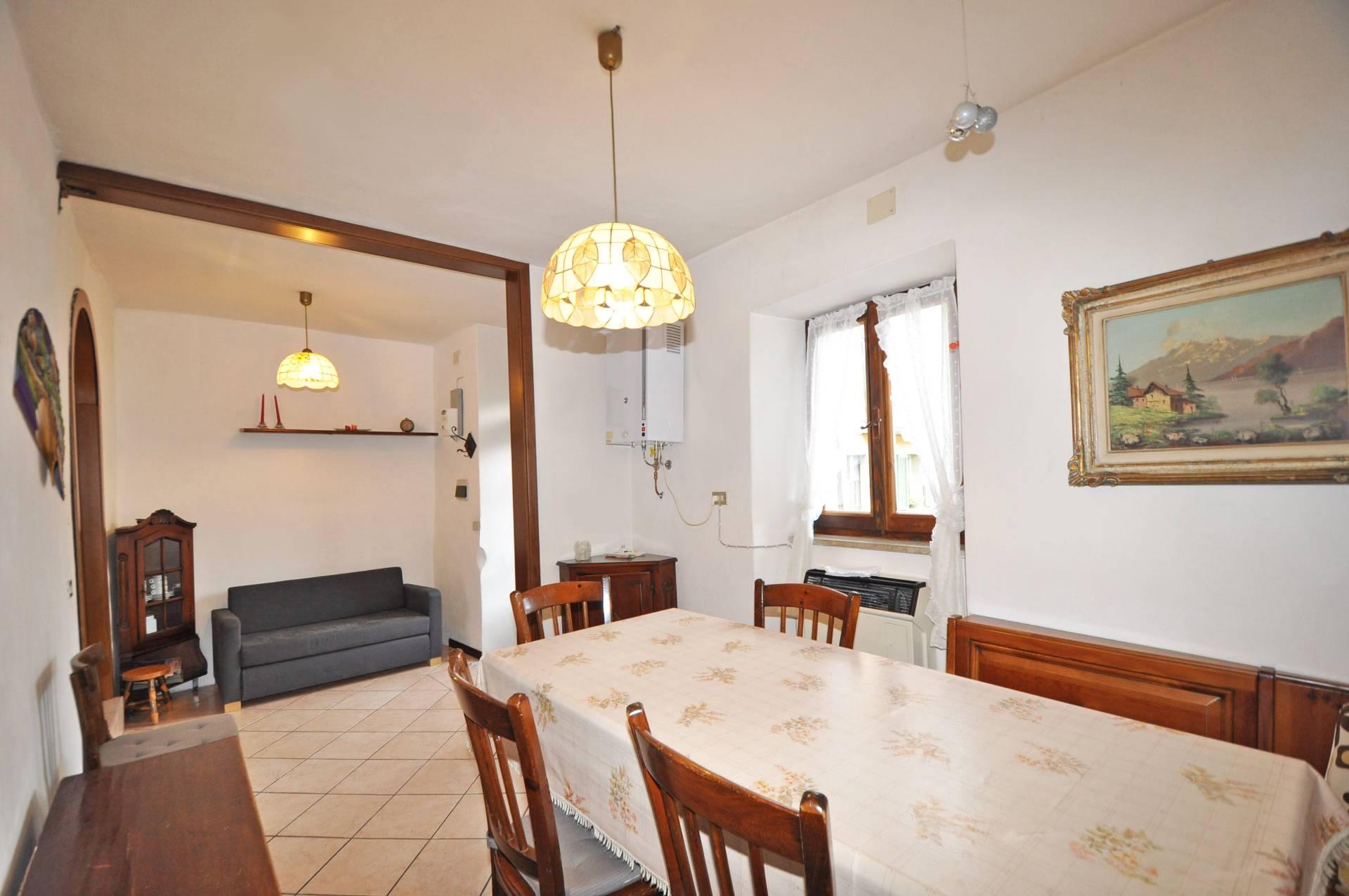 Appartamento in vendita a Ornica, 5 locali, prezzo € 59.000 | Cambio Casa.it