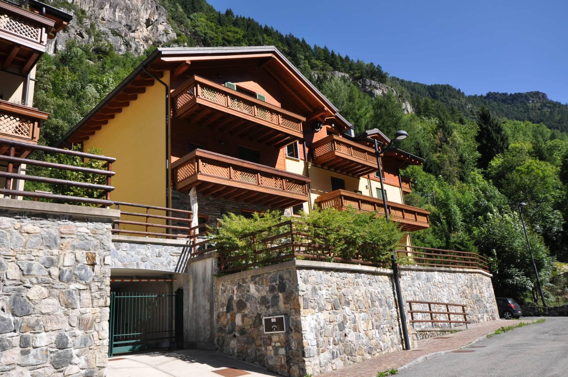 Villa in Vendita a Carona