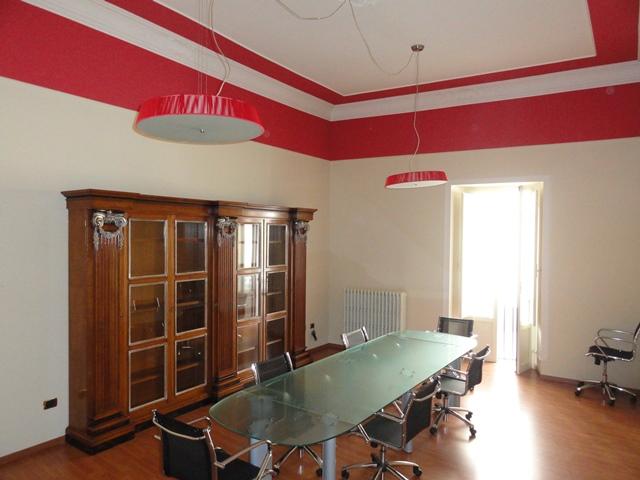 Ufficio / Studio in affitto a Teramo, 9999 locali, zona Località: CentroStorico, prezzo € 750 | Cambio Casa.it