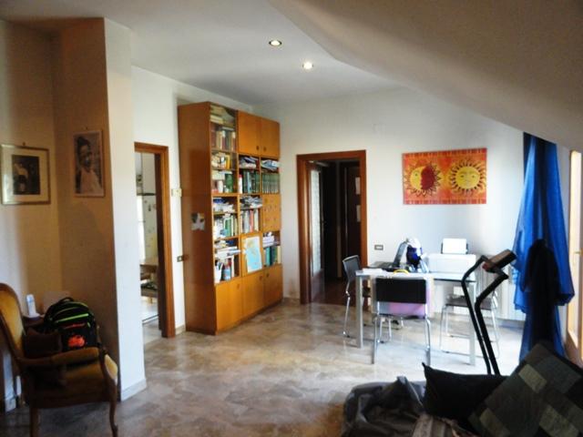 Attico / Mansarda in vendita a Teramo, 4 locali, zona Località: ColleatterratoBasso, prezzo € 58.000   Cambio Casa.it