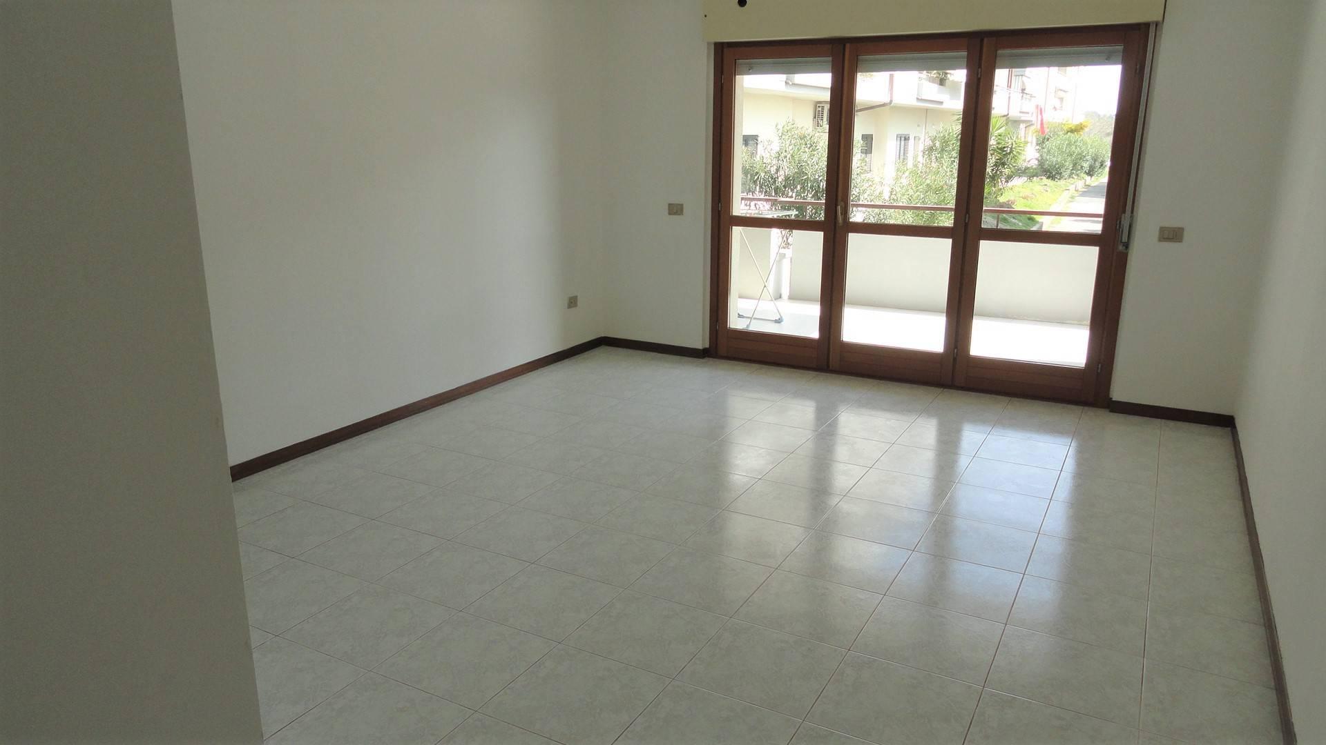 Appartamento in affitto a Teramo, 5 locali, zona Località: SanNicolòaTordino, prezzo € 450 | Cambio Casa.it