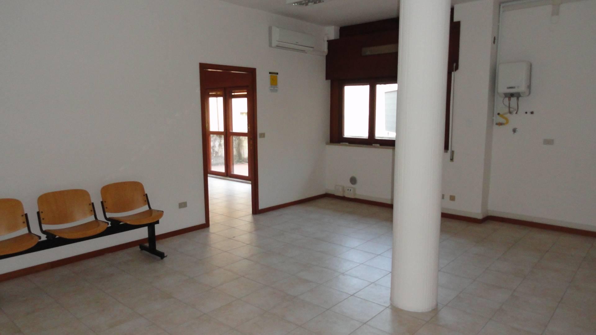 Ufficio / Studio in affitto a Teramo, 9999 locali, zona Località: CentroStorico, prezzo € 900 | Cambio Casa.it