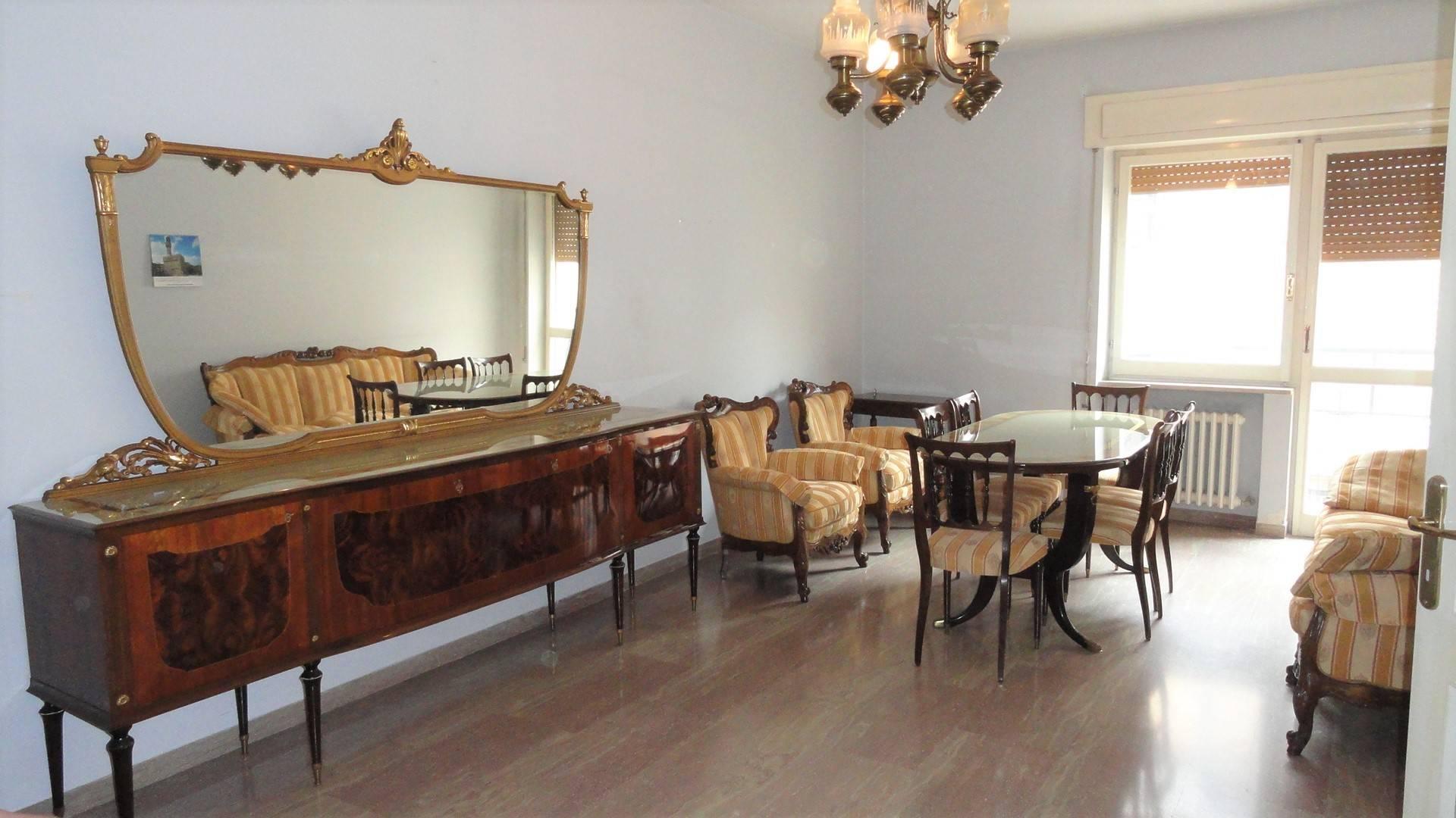 Appartamento in affitto a Teramo, 5 locali, zona Località: VialeCrucioli, prezzo € 510 | Cambio Casa.it