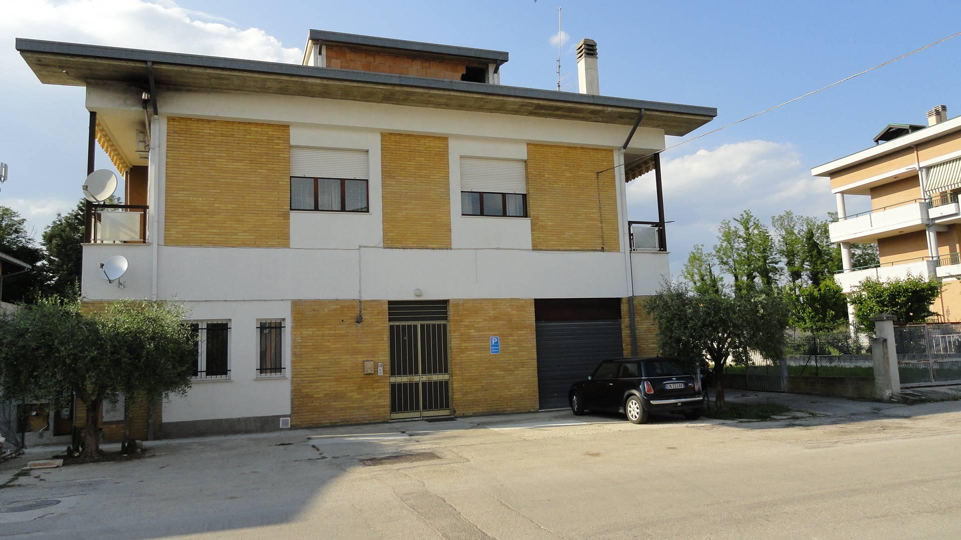 Soluzione Indipendente in vendita a Teramo, 9 locali, zona Località: PianoDAccio, prezzo € 175.000 | Cambio Casa.it