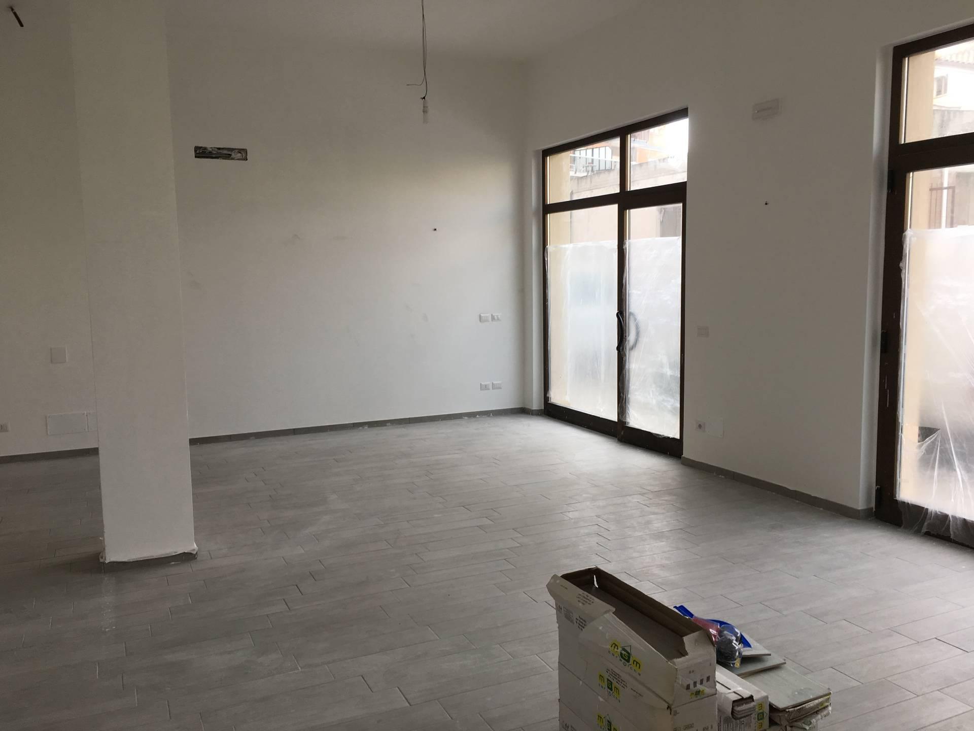 Negozio / Locale in affitto a San Benedetto del Tronto, 9999 locali, zona Località: zonaAscolani, prezzo € 600 | Cambio Casa.it