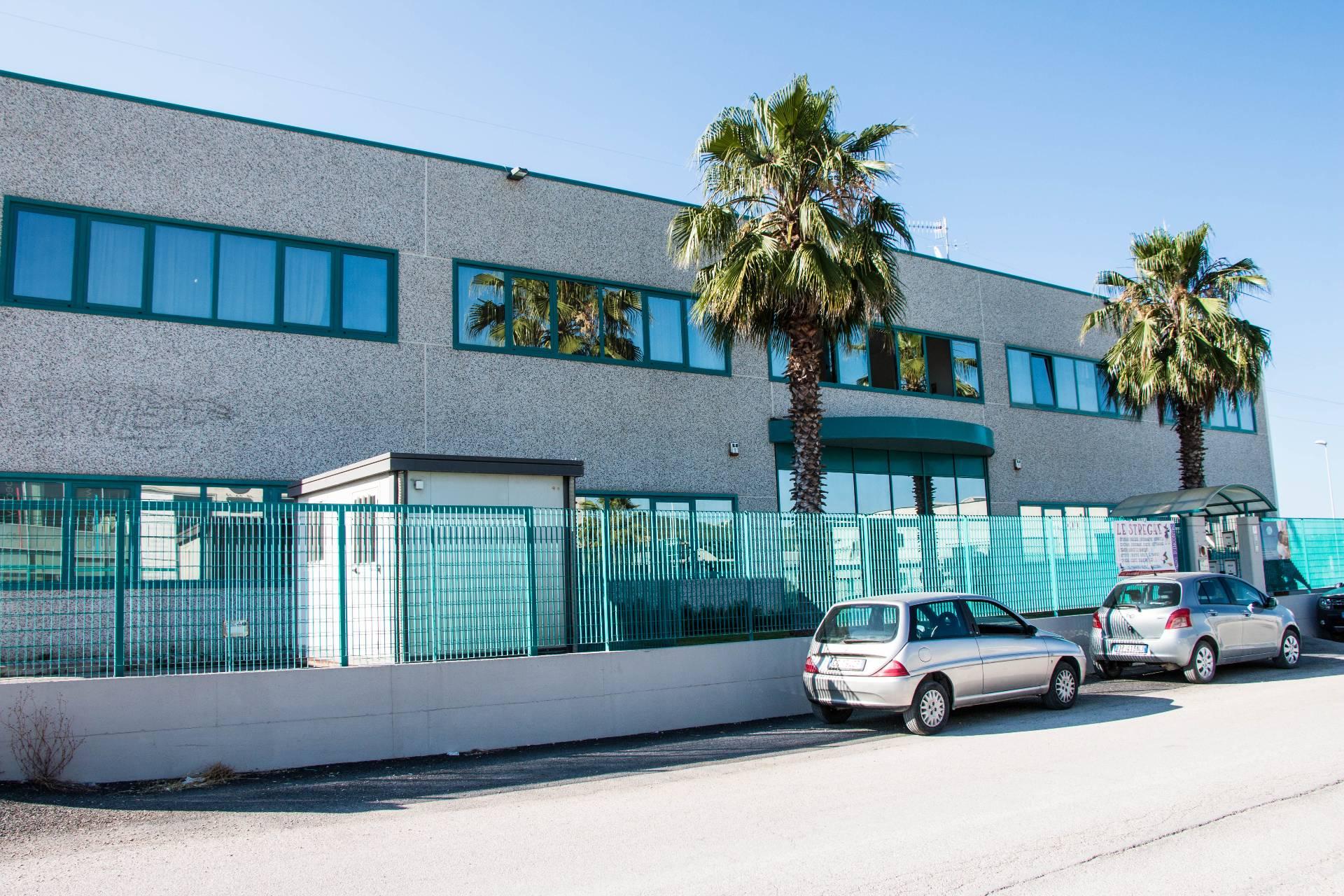 Ufficio / Studio in vendita a Spinetoli, 9999 locali, zona Zona: Pagliare, prezzo € 200.000 | CambioCasa.it