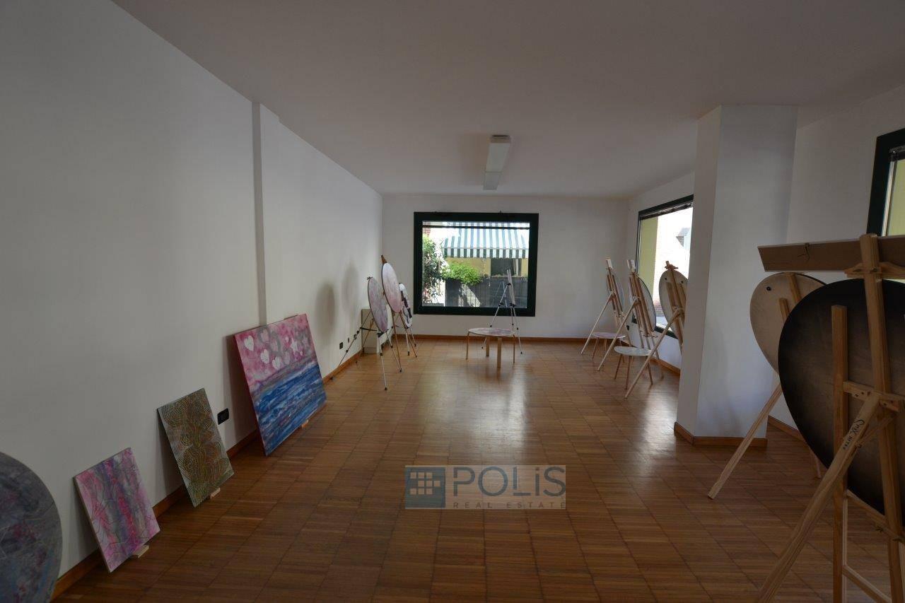 Negozio / Locale in affitto a Saonara, 9999 locali, zona Zona: Villatora, prezzo € 50.000 | CambioCasa.it