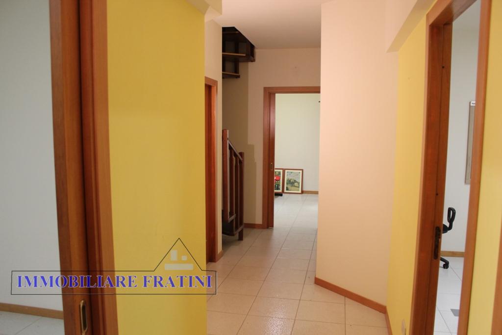 Appartamento in vendita a Sant'Egidio alla Vibrata, 8 locali, prezzo € 110.000 | PortaleAgenzieImmobiliari.it
