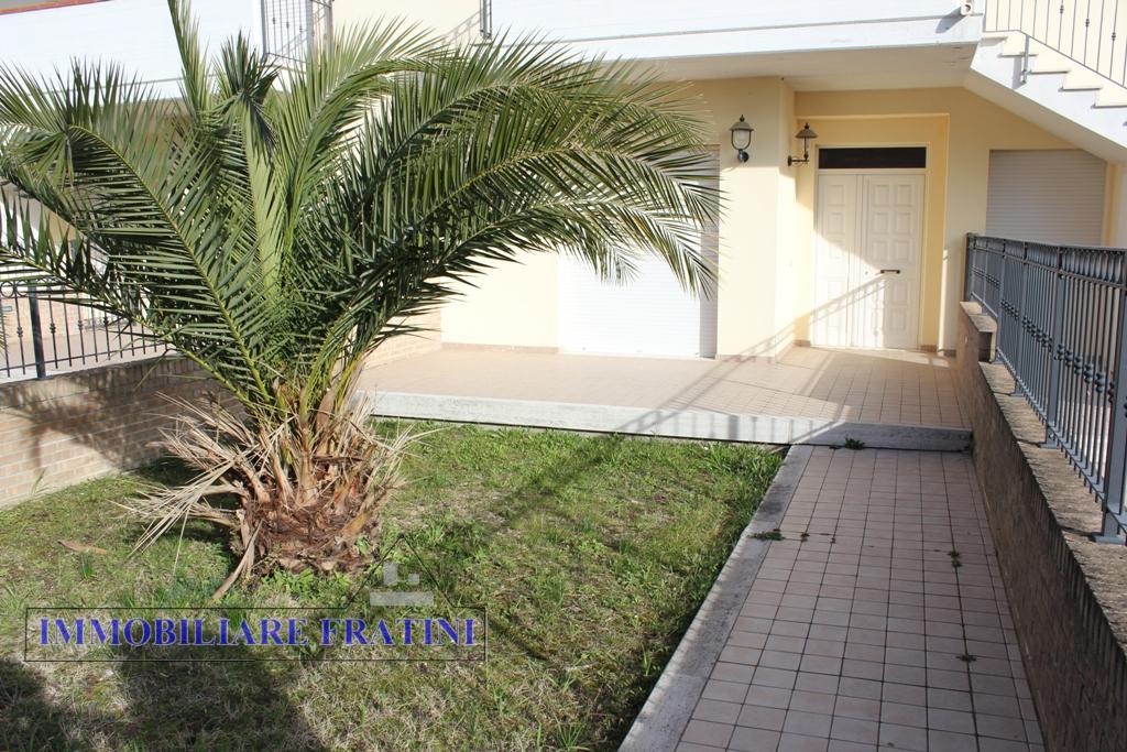 Appartamento in vendita a Ancarano, 4 locali, prezzo € 150.000 | PortaleAgenzieImmobiliari.it