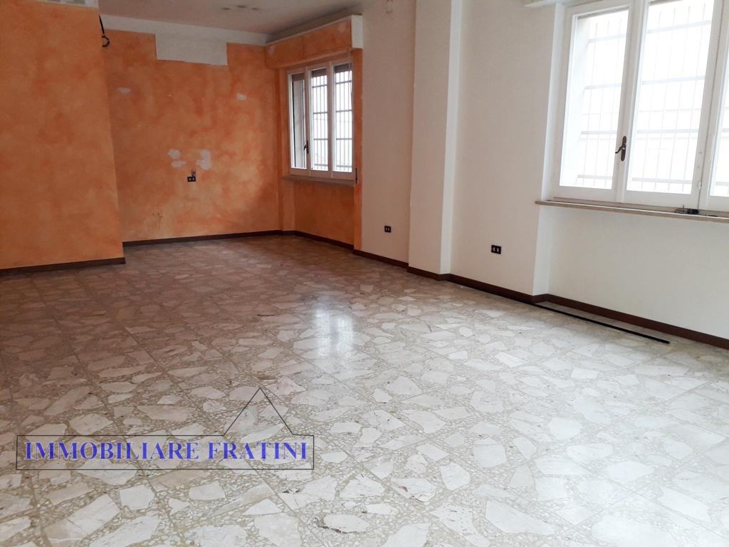 Negozio / Locale in affitto a Ancarano, 9999 locali, prezzo € 450   PortaleAgenzieImmobiliari.it