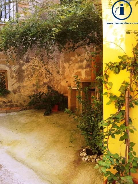 Bilocale Castel Morrone Via San Vincenzo 4