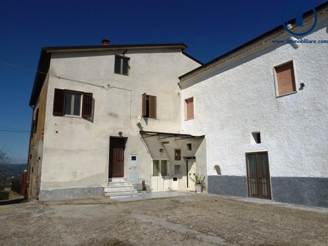 Appartamento in vendita a Sant'Agata De' Goti, 8 locali, zona Località: SanSilvestro, prezzo € 190.000 | Cambio Casa.it