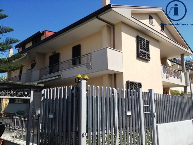 Villa in vendita a Casagiove, 4 locali, prezzo € 390.000 | Cambio Casa.it