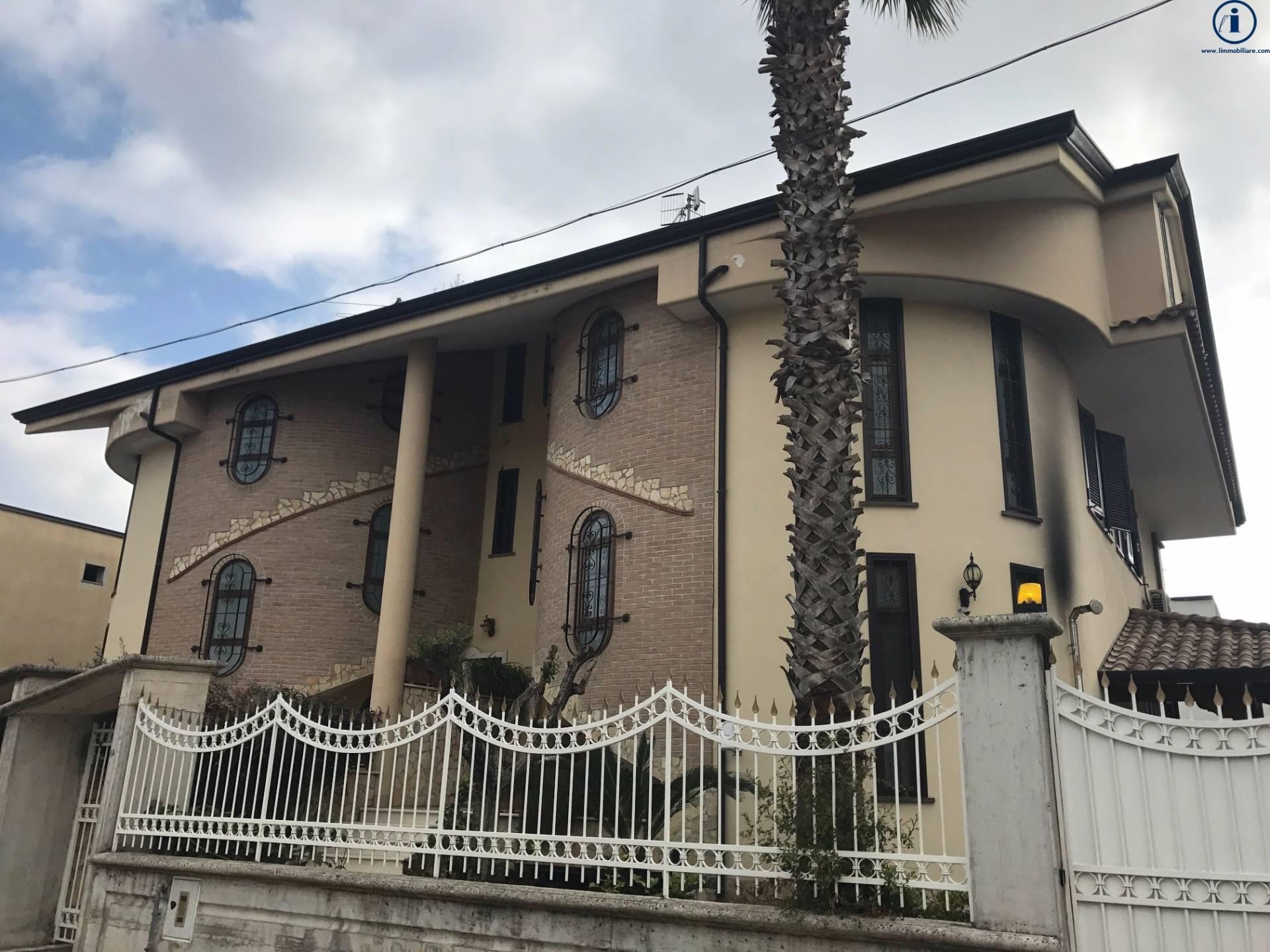 Villa Bifamiliare in vendita a Villa di Briano, 6 locali, prezzo € 350.000 | Cambio Casa.it