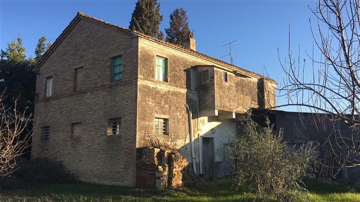 Rustico / Casale in vendita a Acquaviva Picena, 10 locali, zona Zona: Forola, prezzo € 160.000 | Cambio Casa.it