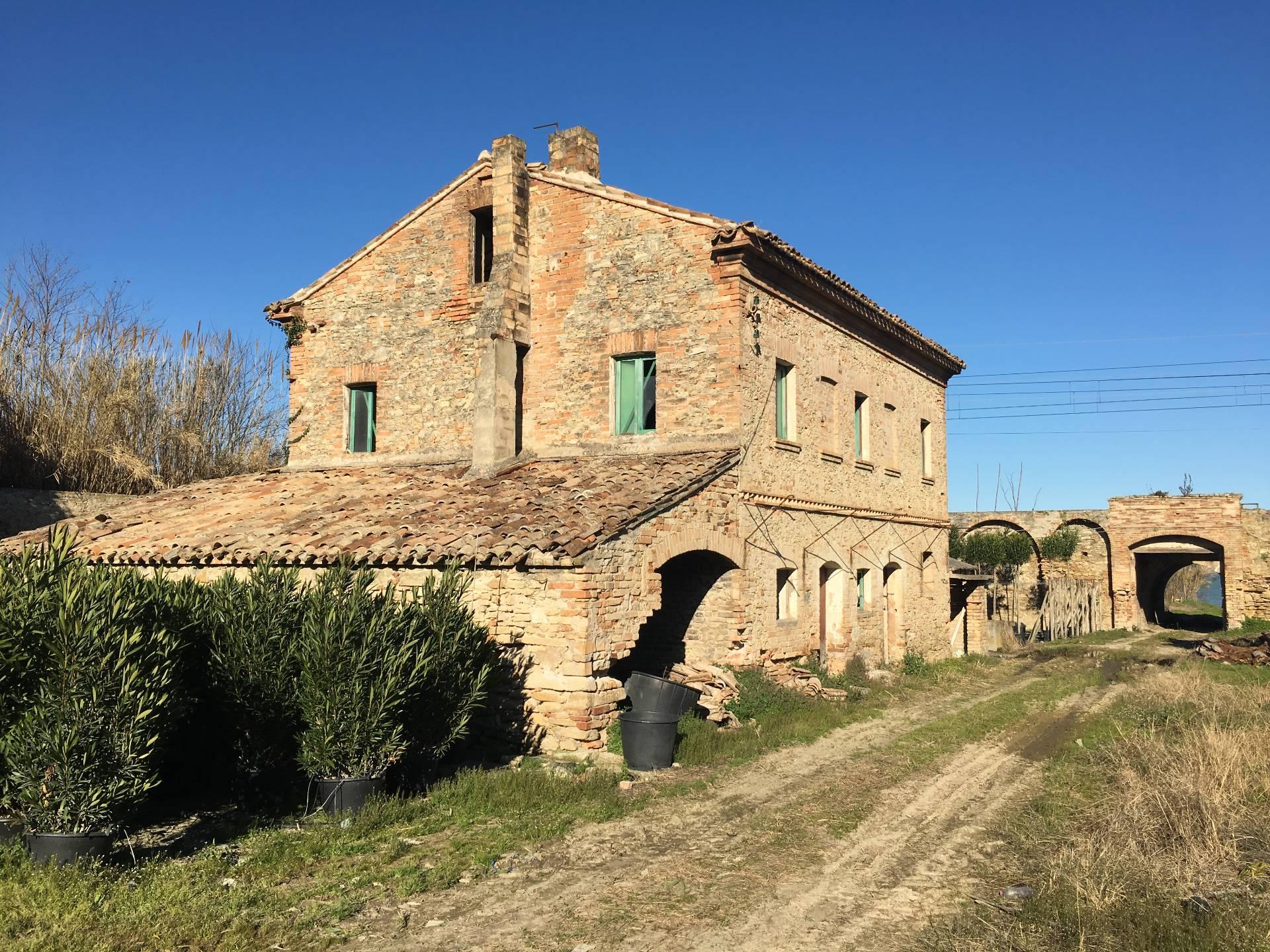 Rustico / Casale in Vendita a Massignano