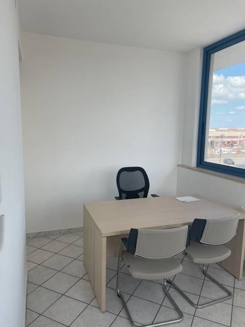 Ufficio in affitto a Porto D'ascoli, San Benedetto Del Tronto (AP)