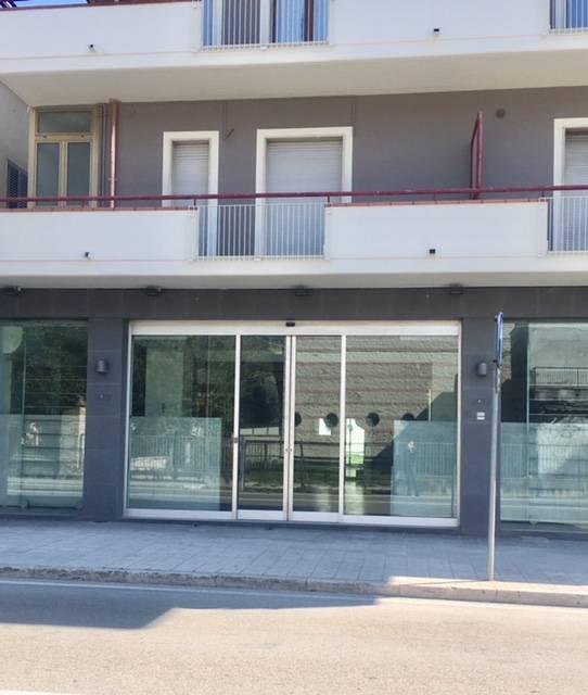 Fondo commerciale in vendita a Porto D'ascoli, San Benedetto Del Tronto (AP)