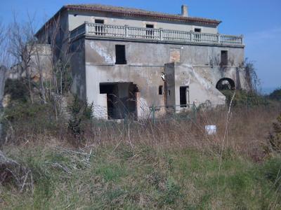 Casale colonico / Rustico in Vendita a Porto Sant'Elpidio
