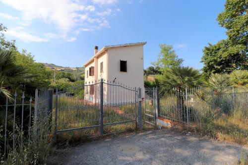 Casa / Villa in Vendita a Montefiore dell'Aso