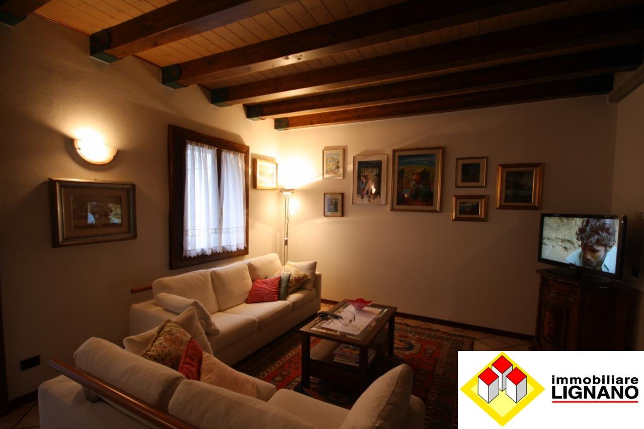 Soluzione Indipendente in vendita a Latisana, 8 locali, zona Località: Centro, prezzo € 300.000 | Cambio Casa.it