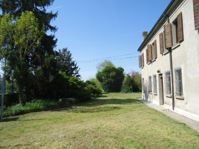 Villa in vendita a Ro, 11 locali, zona Zona: Guarda, prezzo € 150.000   CambioCasa.it