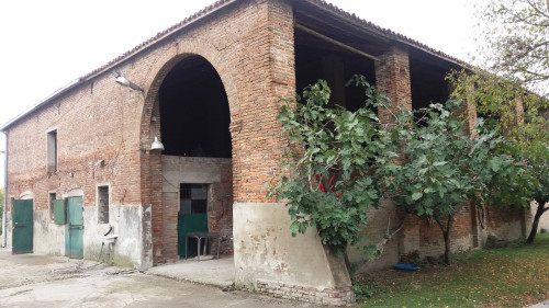 Rustico in Vendita a Ferrara