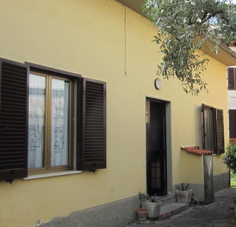 Villa in vendita a Montevarchi, 7 locali, zona Zona: Levane, prezzo € 198.000 | Cambio Casa.it