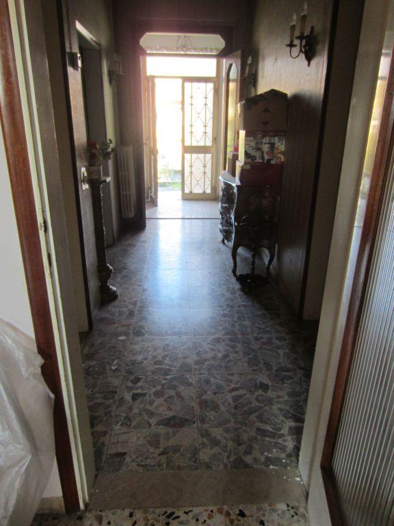 Villa in vendita a Montevarchi, 5 locali, zona Zona: Pestello, prezzo € 290.000 | Cambio Casa.it