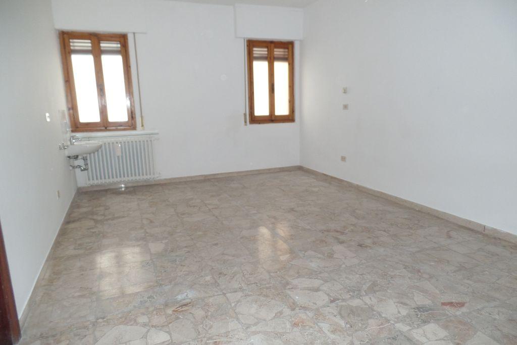 Ufficio / Studio in affitto a San Giovanni Valdarno, 2 locali, zona Zona: Centro, prezzo € 350 | Cambio Casa.it