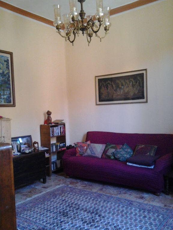 Villa in vendita a Montevarchi, 4 locali, zona Zona: Levane, prezzo € 200.000 | Cambio Casa.it