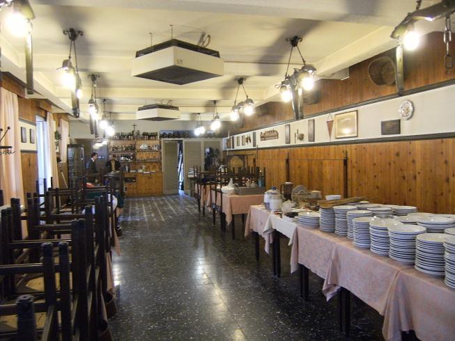 Negozio / Locale in vendita a Confienza, 9999 locali, prezzo € 500.000   CambioCasa.it
