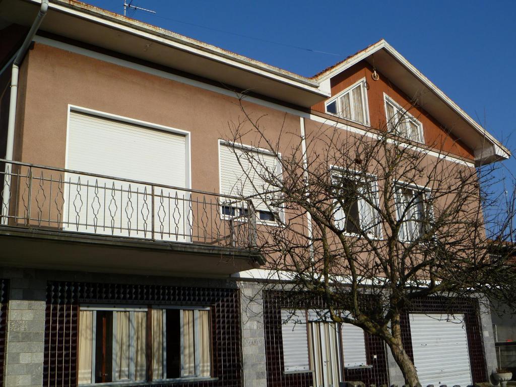 Soluzione Indipendente in vendita a Fara Novarese, 5 locali, prezzo € 110.000 | Cambio Casa.it