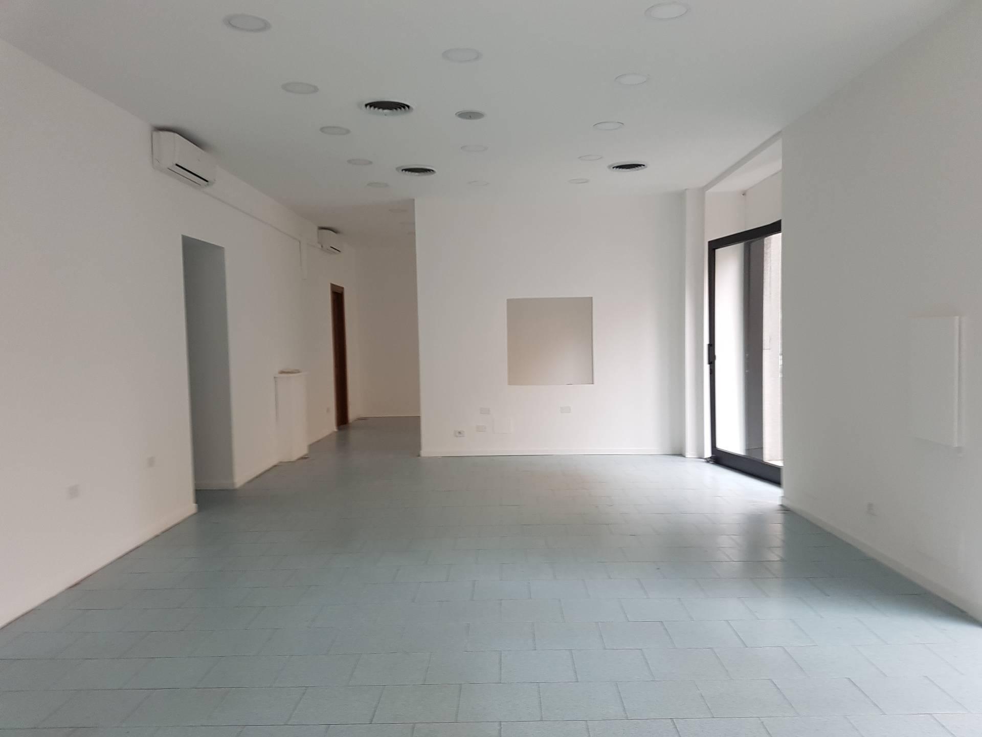 Negozio / Locale in affitto a Novara, 9999 locali, zona Località: S.Martino, prezzo € 1.200 | Cambio Casa.it