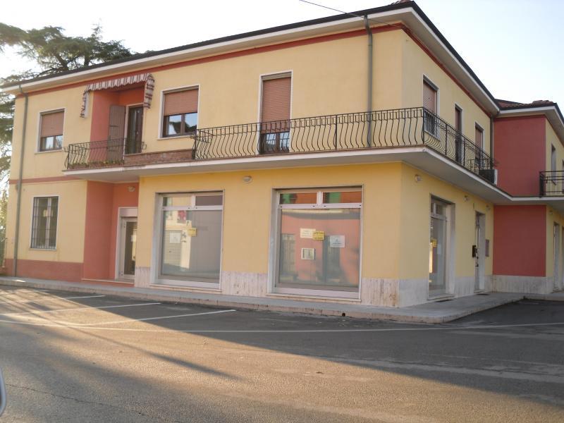 Negozio / Locale in affitto a Colognola ai Colli, 9999 locali, prezzo € 1.250 | CambioCasa.it