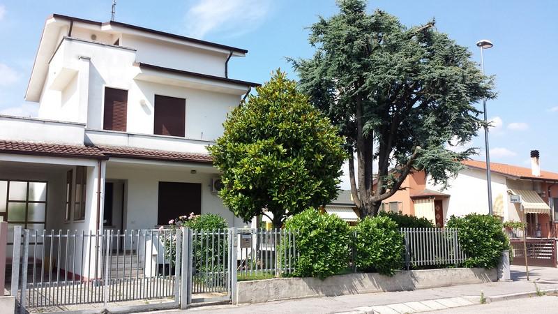Villa Bifamiliare in Vendita a San Bonifacio