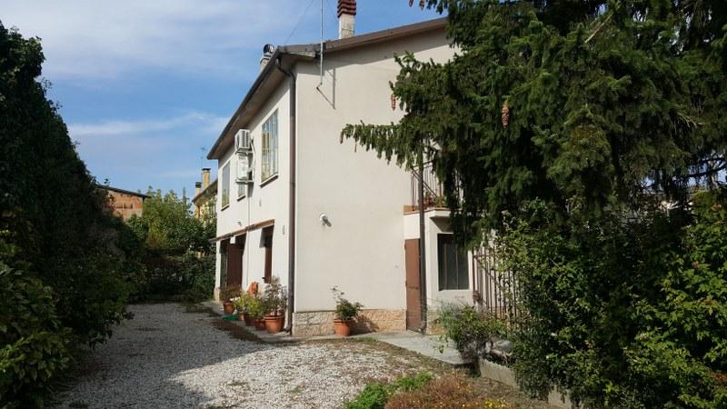 Soluzione Indipendente in vendita a Albaredo d'Adige, 8 locali, zona Località: CorianoVeronese, prezzo € 90.000 | Cambio Casa.it