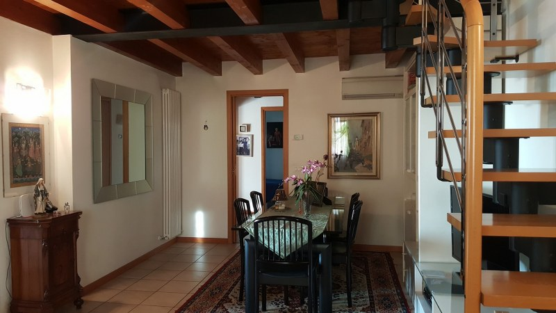 Appartamento in vendita a Vicenza, 6 locali, prezzo € 269.000 | CambioCasa.it
