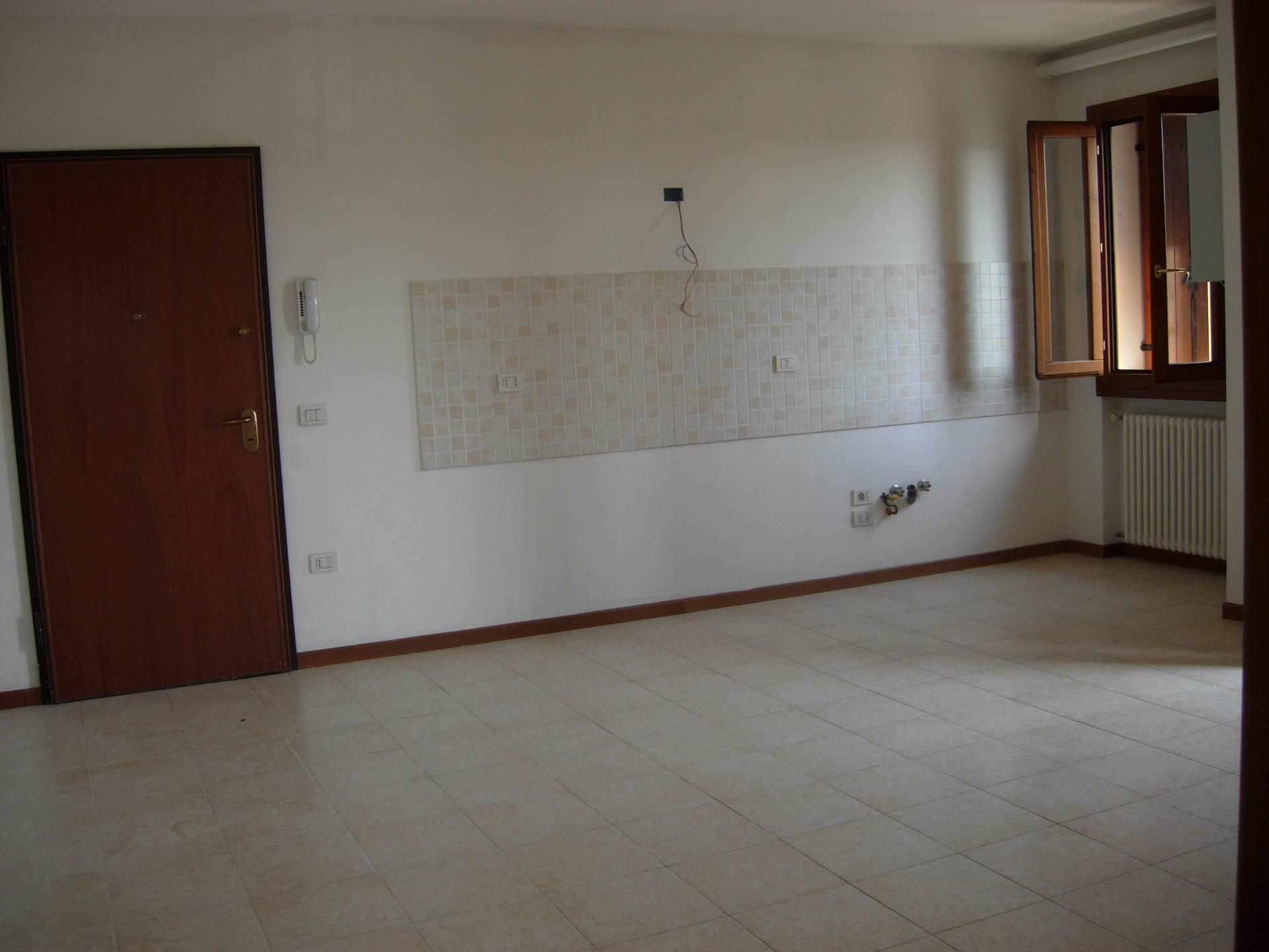 Appartamento in affitto a Monteforte d'Alpone, 3 locali, prezzo € 400 | Cambio Casa.it