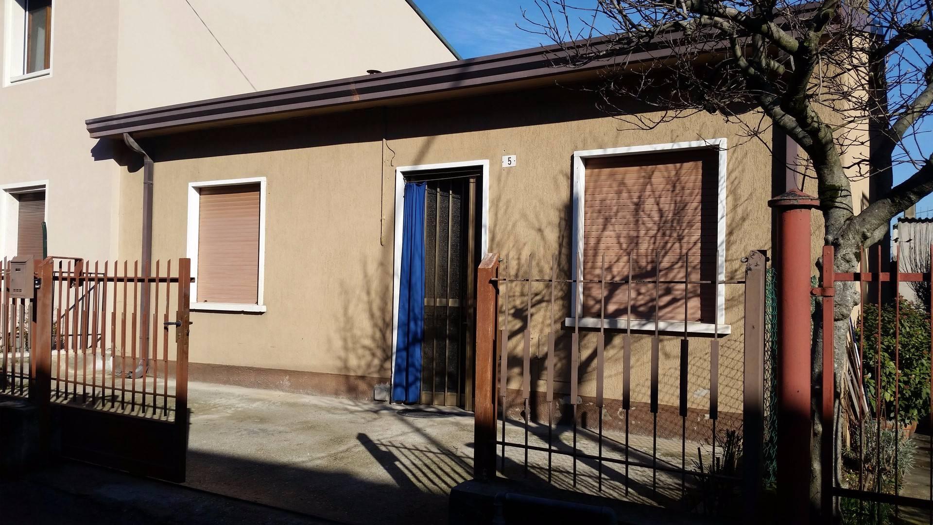 Soluzione Indipendente in vendita a Belfiore, 4 locali, prezzo € 80.000 | Cambio Casa.it