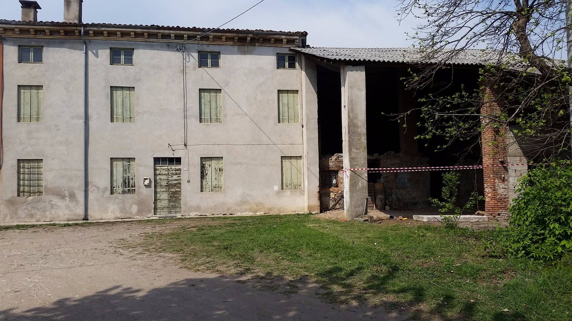 Rustico / Casale in vendita a Gambellara, 14 locali, prezzo € 220.000 | CambioCasa.it